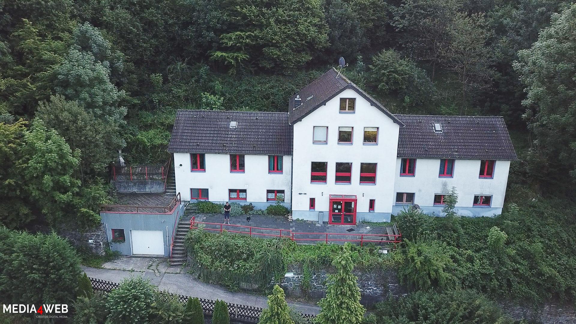 Luftbild-vom-Selbstversorgerhaus-Pfadfinderheim-Altena-im-Sauerland
